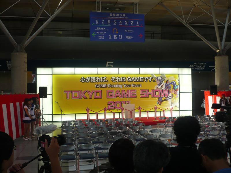 http://jpopotaku.com/images/20111031_9.jpg